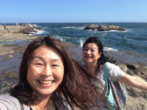 江の島岩屋前2人